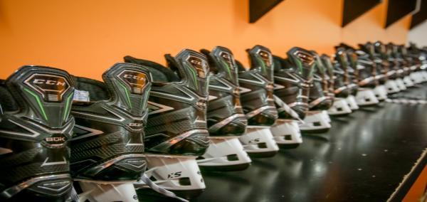 Testování hokejové výstroje CCM